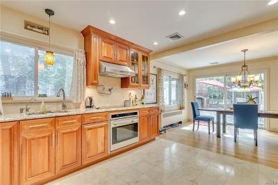 Scarsdale Single Family Home For Sale: 24 Abingdon Lane