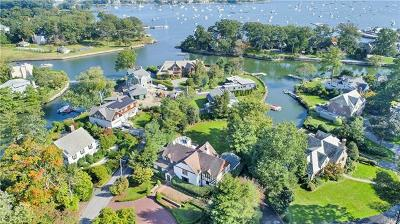 Larchmont Single Family Home For Sale: 59 Shore Drive