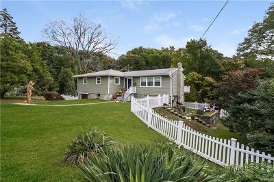 Croton-On-Hudson Single Family Home For Sale: 17 Cook Lane