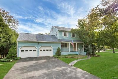 Cortlandt Manor Single Family Home For Sale: 1 Overlook Oval