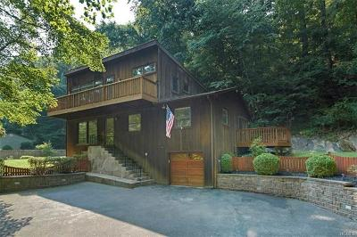 Croton-on-hudson Single Family Home For Sale: 24 Quaker Bridge Road