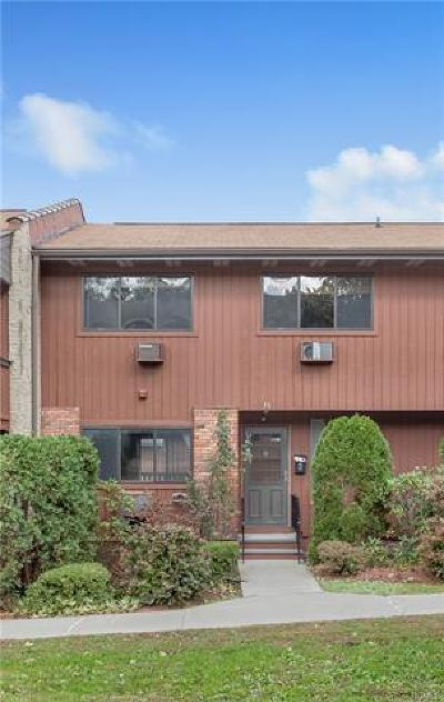 Westchester County Condo/Townhouse For Sale: 31 Coachlight Square