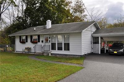 Middletown Single Family Home For Sale: 32 Woods Place