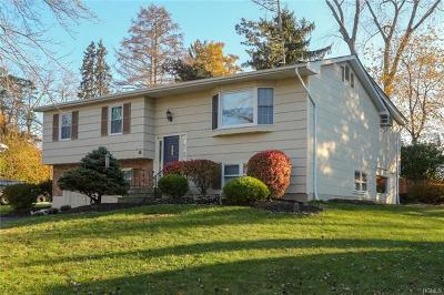 Rockland County Single Family Home For Sale: 4 Hillwood Court