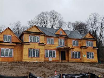 Pomona Single Family Home For Sale: 274 Quaker Road