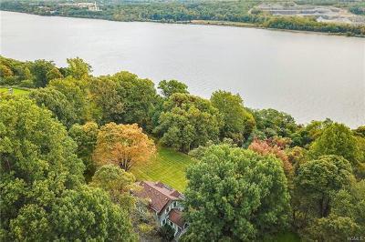 Milton Single Family Home For Sale: 73 Woodcrest Lane