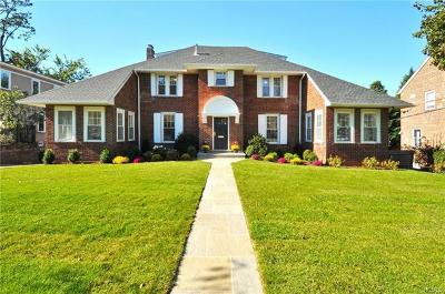 Pelham Single Family Home For Sale: 657 Francis Street