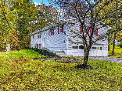 New Windsor Single Family Home For Sale: 74 Lakeside Drive