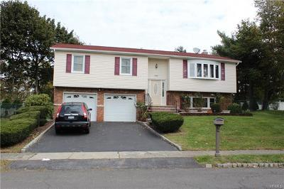 Nanuet Single Family Home For Sale: 156 Lake Nanuet Drive