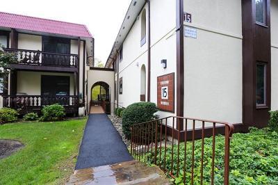 Condo/Townhouse For Sale: 15 Granada Crescent #15