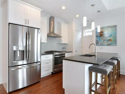 Bronx Condo/Townhouse For Sale: 32 Island Point