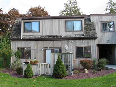 Middletown Condo/Townhouse For Sale: 90 Sycamore Drive