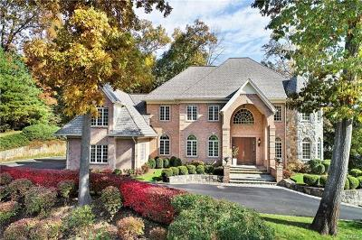 Westchester County Single Family Home For Sale: 2 Hillview Court