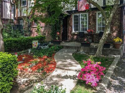 Bronx Single Family Home For Sale: 1912 Tenbroeck Avenue