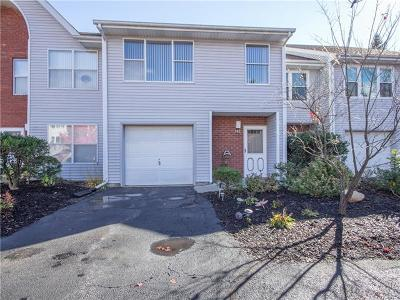 Middletown Condo/Townhouse For Sale: 142 Deer Ct Drive