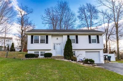 Newburgh Single Family Home For Sale: 15 Ohio Drive