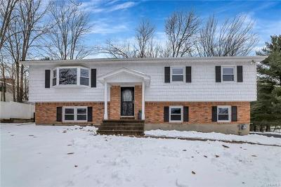 Middletown Single Family Home For Sale: 17 Kennedy Terrace