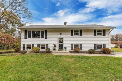 Newburgh Single Family Home For Sale: 19 Leary Lane