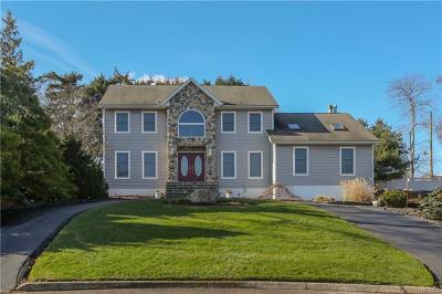Rockland County Single Family Home For Sale: 2 Fuerth Court