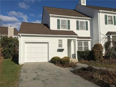 Westchester County Condo/Townhouse For Sale: 49 Winterberry Circle