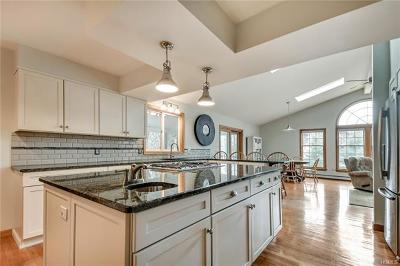 Warwick Single Family Home For Sale: 25 Pond Hill Avenue