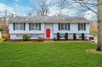Newburgh Single Family Home For Sale: 7 Red Oak Terrace