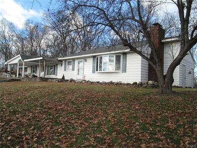 Single Family Home For Sale: 32 Twin Oaks Drive