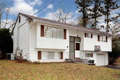 Rockland County Single Family Home For Sale: 11 Cardinal Lane