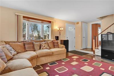 Westchester County Single Family Home For Sale: 14 Greenvale Circle