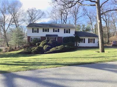 Newburgh Single Family Home For Sale: 127 Dogwood Lane