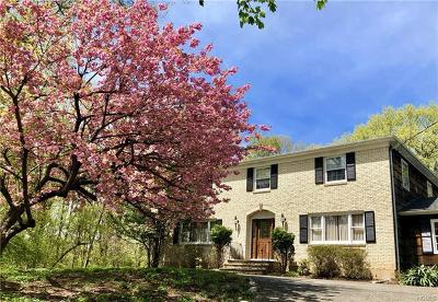 West Nyack Single Family Home For Sale: 5 Meadowlark Drive