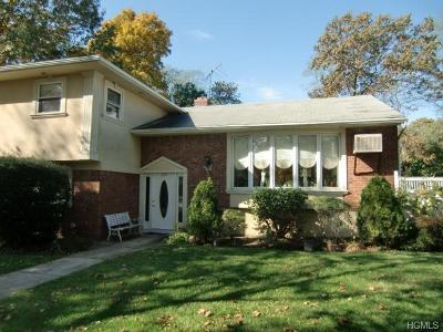 Huntington Single Family Home For Sale: 209 Oakwood Road