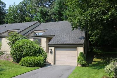 Westchester County Condo/Townhouse For Sale: 334 Heritage Hills #C