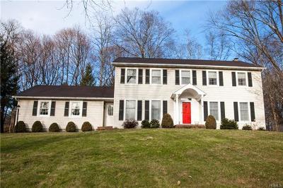 Poughkeepsie Single Family Home For Sale: 5 Heathbrook Drive