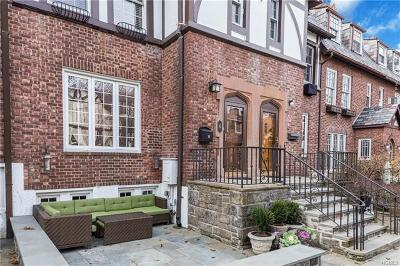 Bronxville Single Family Home For Sale: 4 Bacon Court