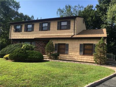 Nanuet Single Family Home For Sale: 6 Fir Court