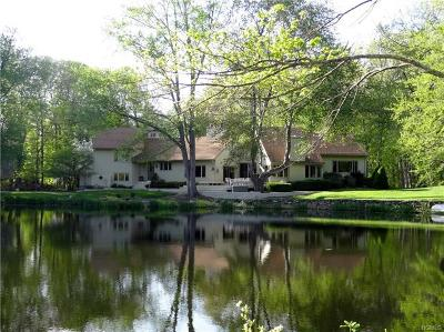 Westchester County Single Family Home For Sale: 122 Old Stone Hill Road