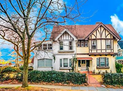 Yonkers Single Family Home For Sale: 307 Park Hill Avenue