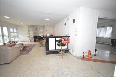 Pelham Single Family Home For Sale: 45 Shore Road