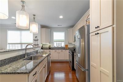 Dutchess County Condo/Townhouse For Sale: 2614 Bennington Drive