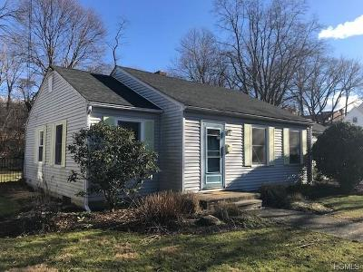 Newburgh Single Family Home For Sale: 4 Hampton Place