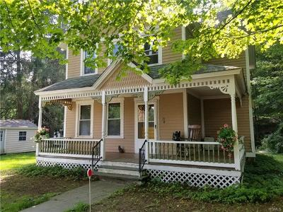 Jeffersonville Single Family Home For Sale: 35 Maple Avenue