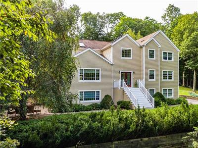 Chappaqua Single Family Home For Sale: 10 Hilltop Circle