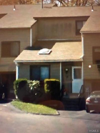 Fishkill Condo/Townhouse For Sale: 15 Laurel Court