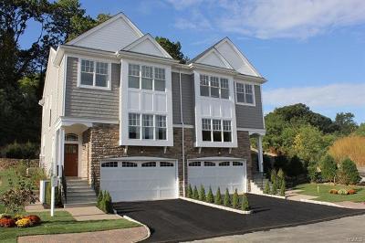 Westchester County Condo/Townhouse For Sale: 4 Hidden Ridge Court