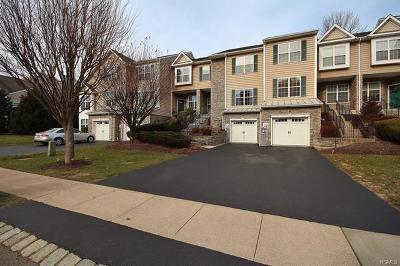 Fishkill Condo/Townhouse For Sale: 807 Huntington Drive