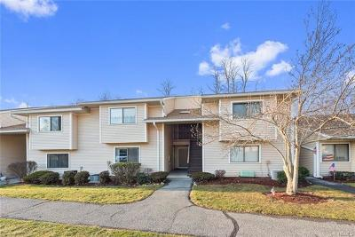 Yorktown Heights Condo/Townhouse For Sale: 95 Molly Pitcher Lane #G