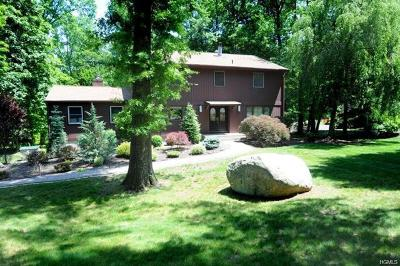 Rockland County Single Family Home For Sale: 4 Old Farm Court