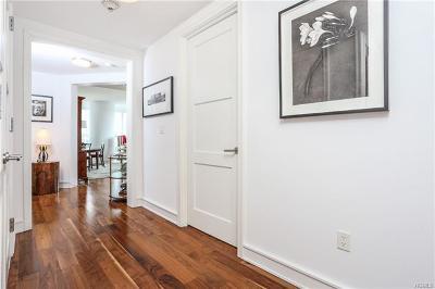 White Plains Condo/Townhouse For Sale: 5 Renaissance Square #10A