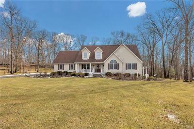 Newburgh Single Family Home For Sale: 8 Arrowhead Court